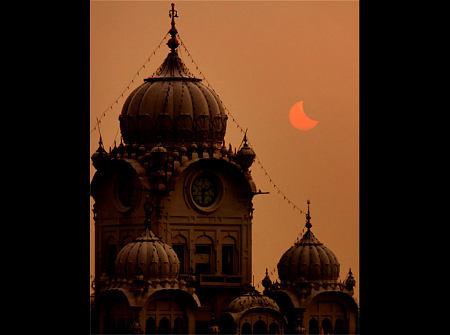 foto-eclissi-sole-asia-02