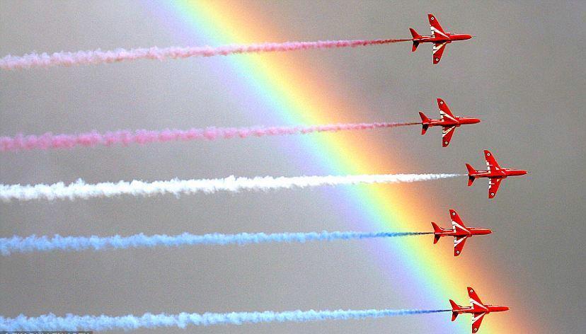 frecce-rosse-raf-foto-arcobaleno-spettacolo-cornovaglia