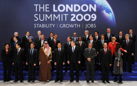 g20-berlusconi-regina-elisabetta-gaffe-barack-obama