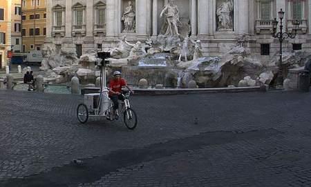 google-streetview-roma-triciclo-trevi-centro-storico