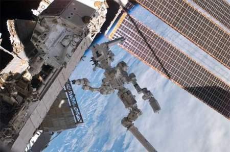il-robot-dextre-al-lavoro-in-orbita