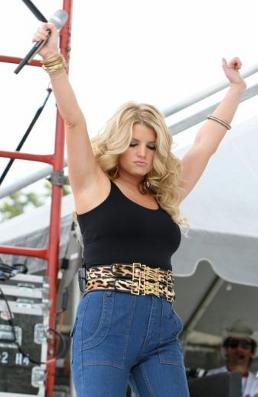 jessica-simpson-conqualche-chilo-in-piu