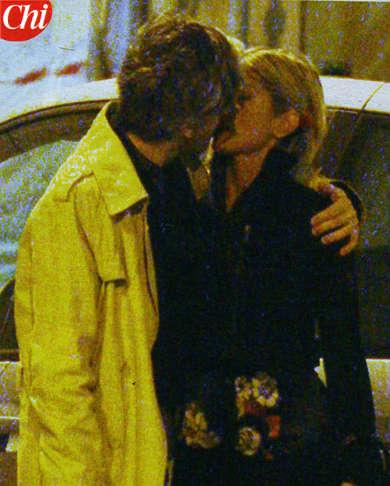marco-castoldi-morgan-Maddalena-Corvaglia-si-baciano
