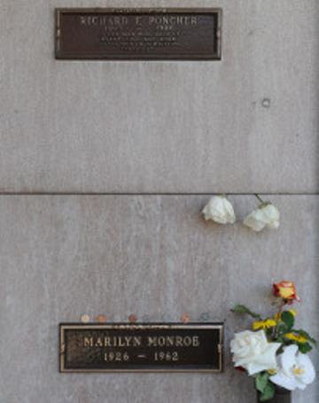 marilyn-monroe-loculo-sopra-venduto-Westwood-Cemetery