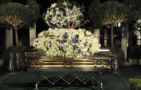 michael-jackson-funerale-sepoltura-bara-oro