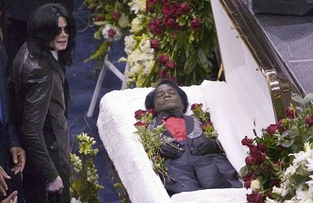 michael-jackson-funerali-james-brown