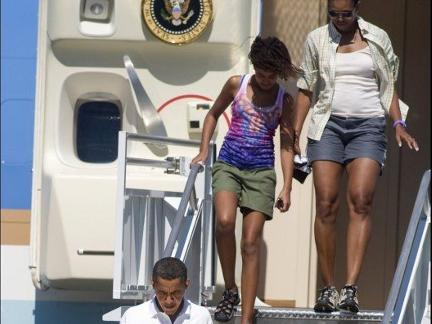 michelle-obama-air-force-one-pantaloncini-03