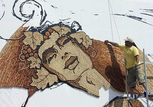 mosaico-2008-Saimir-Strati-al-lavoro-tappi-sughero-record-guinness