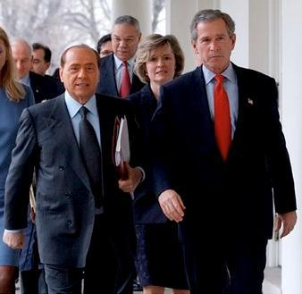 nano-Silvio-Berlusconi-George-W-Bush-passeggino-insieme-alla-Casa-Bianca