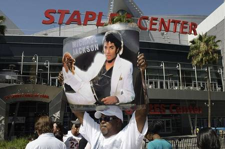 preparativi-staples-center-funerali-michael-jackson