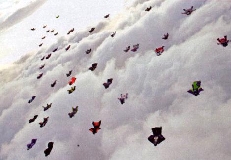 record-paracadutisti-tuta-alare