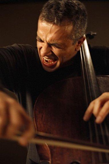 scroto-del-violoncellista-una-bufala