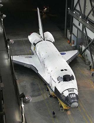 shuttle-ancora-a-terra
