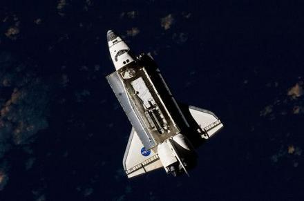 shuttle-discovery-passeggiata-spaziale