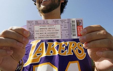 staples-center-biglietto-funerali-michael-jackson