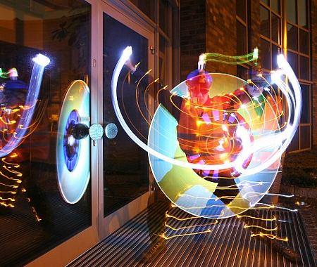 street-art-graffiti-luce-arte-Jan-Wollert-Miedza-09