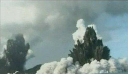 tonga-eruzione-vulcano-sottomarino