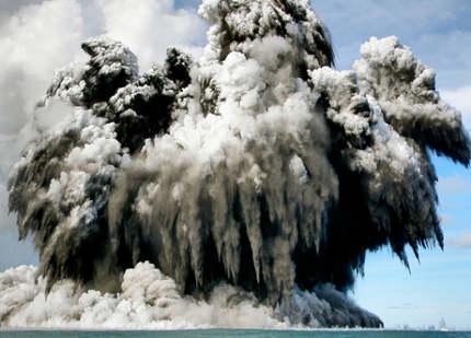 tonga-volcanic-eruption-ap-video-eruzione-vulcano-sottomarino