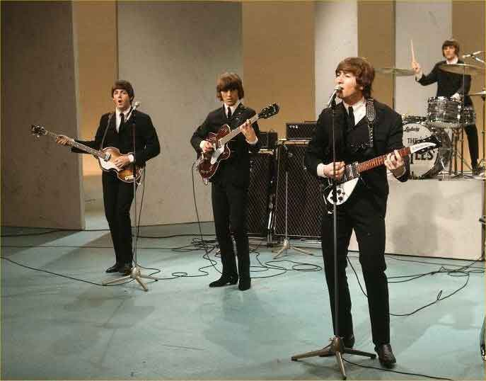 Beatles-fab-four-george-paul-john-ringo-baronetti-liverpool-scarafaggi-live-performance.jpg