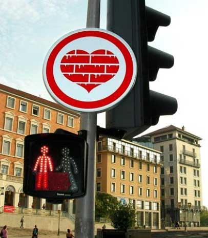 segnaletica-stradale-line-artisti-opere-mostra-creatività-cuore-paesaggio-urbano.jpg