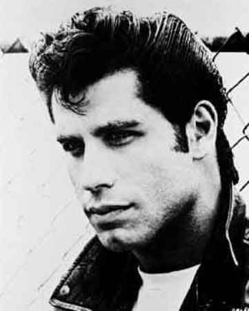 John-Travolta-Stayng-Alive-Bee-Gees-Toni-Manero-training-cuore.jpg