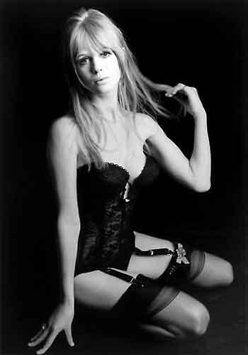 marianne-faithfull-mick-jagger-rolling-stones-swinging-london-piccolo-milano-strehler-sister-morphine-cocaina.jpg