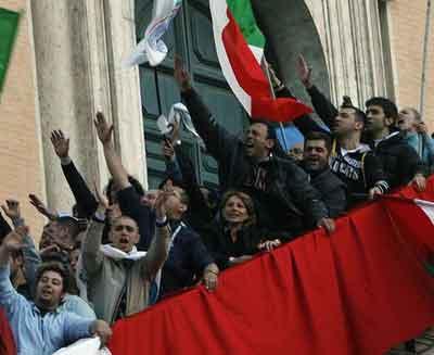 saluti-fascisti-piazza-del-popolo-roma-alemanno.jpg