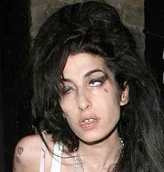 alcolismo-Amy-Winehouse-anoressia-depressione-droga