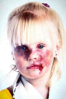 bambina-pestata-violenza-pedofilia-disgusto