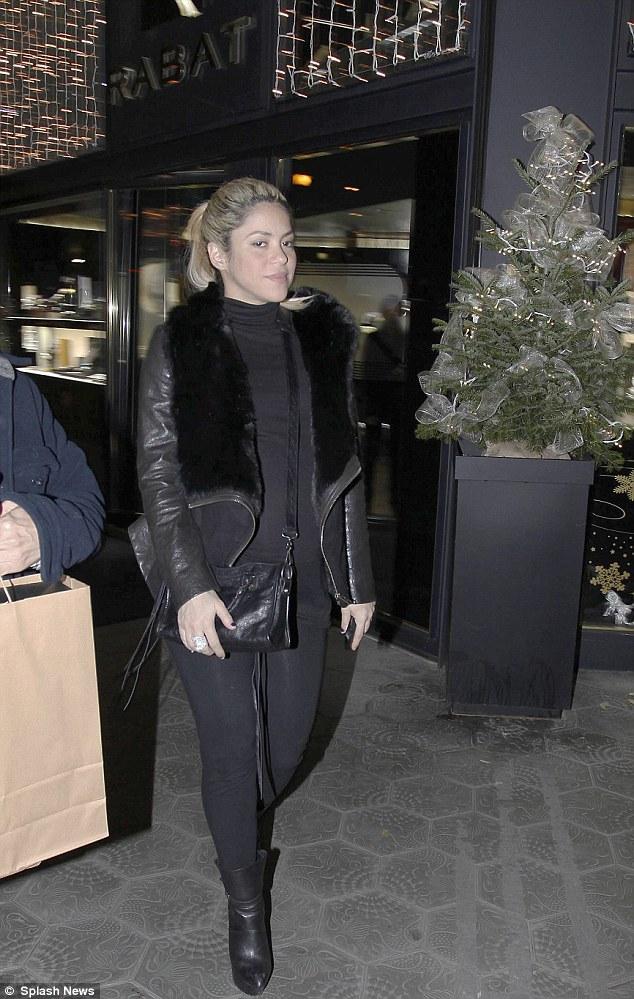 Shakira-shopping-pancione-02