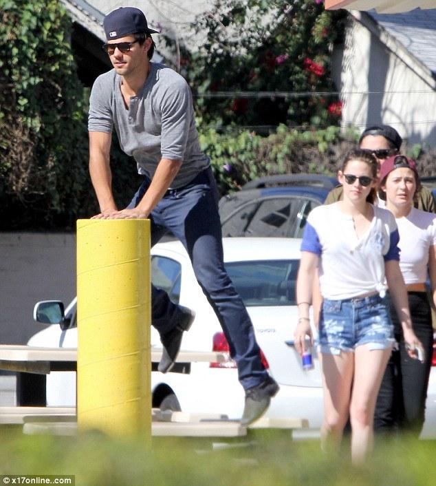 Twilight-Robert-PattinsonKristen-StewartTaylor-Lautner