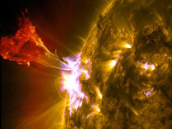 SDO, NASA, eruzione solare